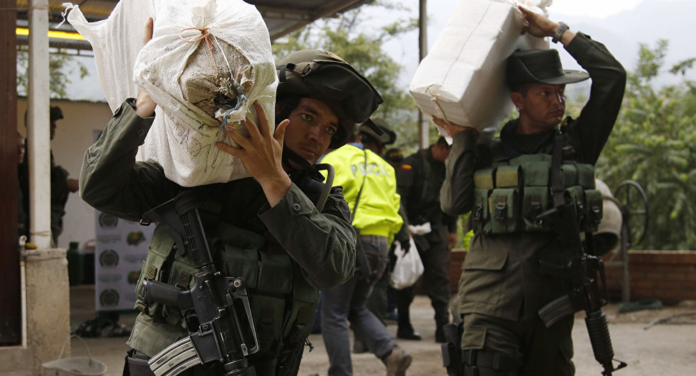 Counter narcotics police carry bags containing cocaine seized in Chinacota, near Colombia's northeastern border with Venezuela (File)