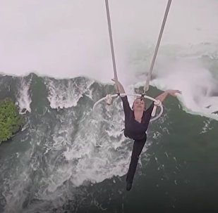 Woman Hangs 300 Feet Above Niagara Falls By Her Teeth