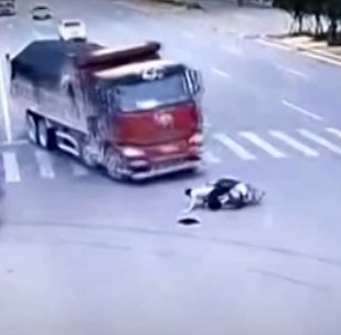 Scooter driver narrowly escapes death after running a red ligh