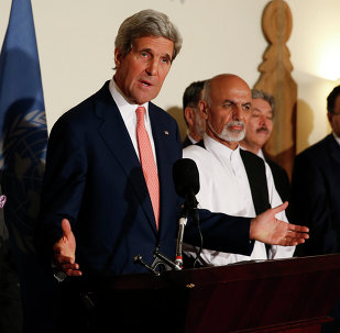 US Secretary of State John Kerry, centre, announces a deal with Afghanistan's presidential candidates Abdulah Abdullah, left, and Ashraf Ghani