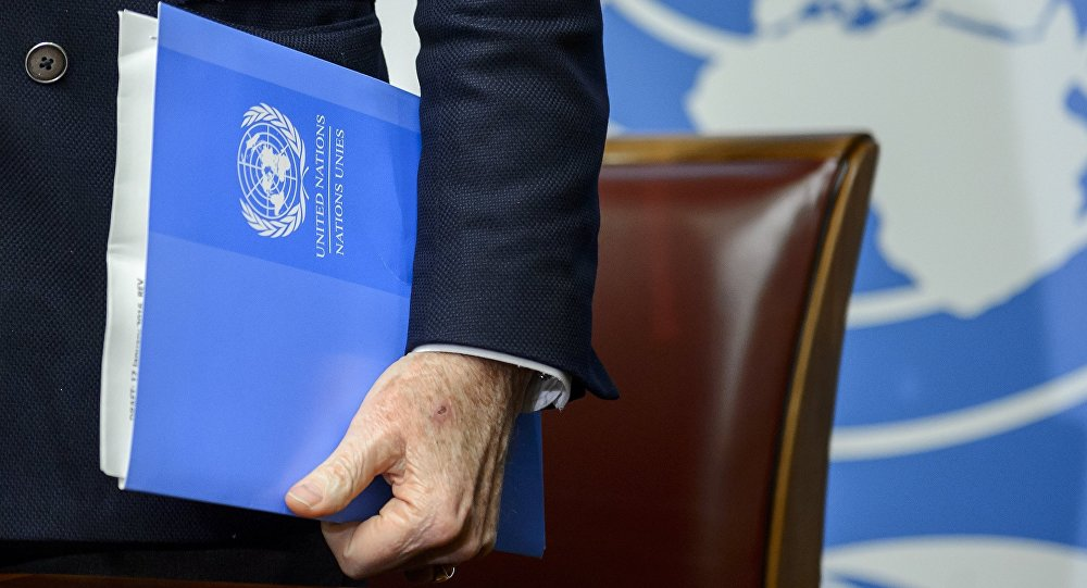 UN Syria envoy Staffan De Mistura's hands holds documents at the United Nations Offices on January 25, 2016 in Geneva during a press conference on efforts to restart peace talks.